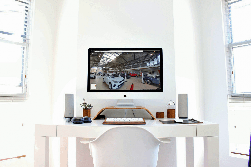 Virtual tour street view business, virtual tour 360, foto 360, mac con immagine di autogrifone modena